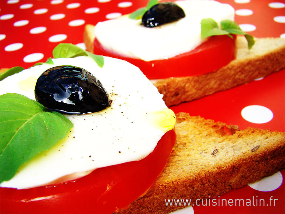 Entrée Club Mozzarella Malin, réalisation sur le pouce. Entrée improvisée, #EntréeMalin, #TomatePlaisir, #MozzaLover, #CuisineMalin