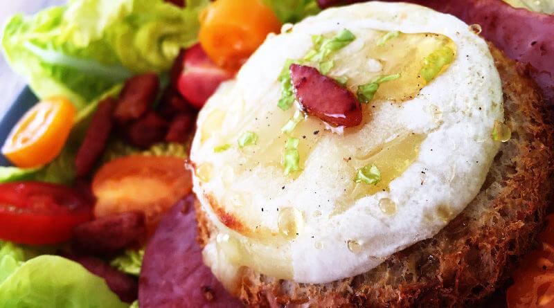 Salade Chèvre chaud et lardons fumés par Cuisine Malin